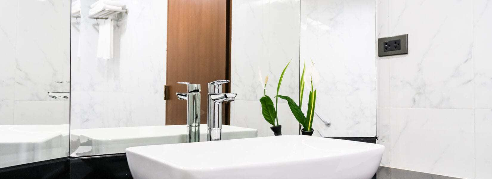 How to Create a Minimalist Bathroom That Still Has Great Style